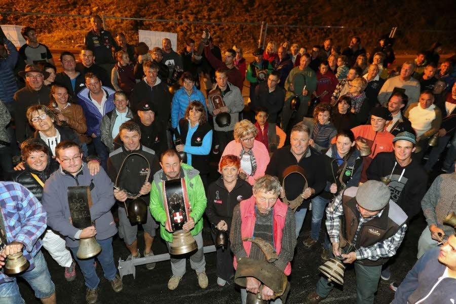 Une manifestation peu ordinaire en soutient à un éleveur de vache en haute Savoie.