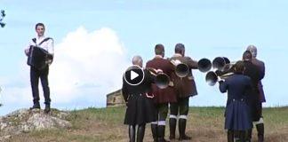 accordéon et cors de chasse pour la mort du cerf