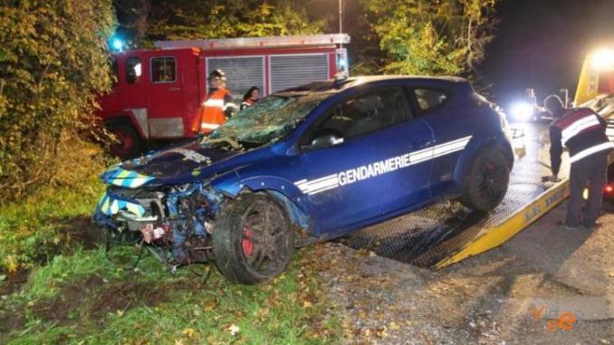 Une Megane RS de la gendarmerie percute un sanglier à pleine vitesse