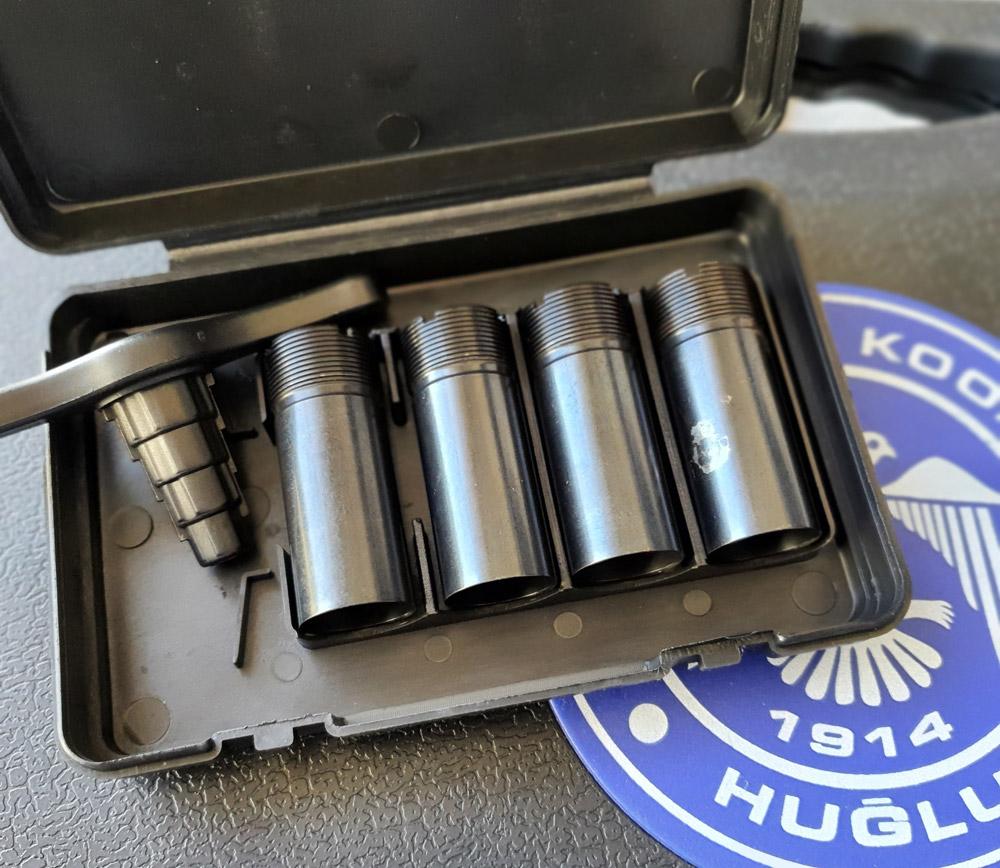 Le Huglu Eagle bécassier est vendu avec 5 chokes amovibles pour le canon du haut