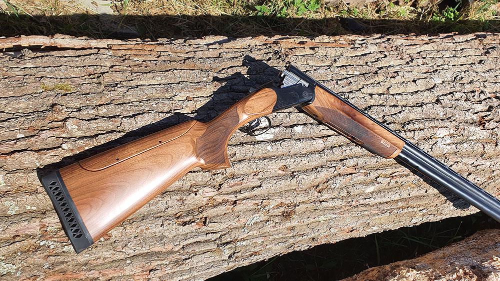 Un poids de 3.81 kg + un talon amortisseur de 2cm, le fusil HUGLU Trap est confortable